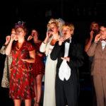 Theatergruppe auf der Bühne