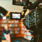 Kamera filmt Frau