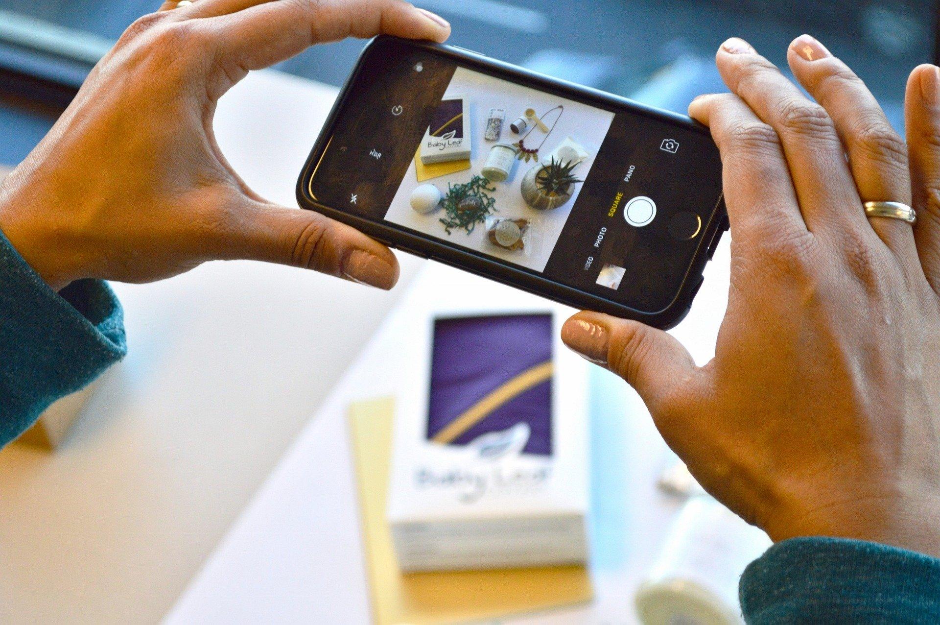 Aufnahme mit einem Smartphone von einer Produktsituation